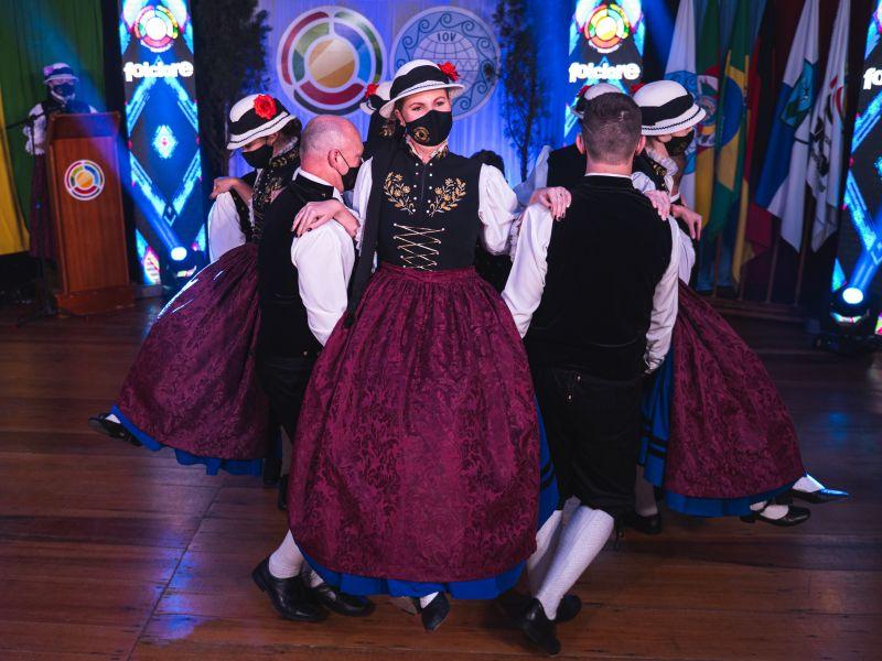 Foto de capa da notícia: Culturas alemã, italiana, argentina e polonesa estão entre os próximos destaques do 48º Festival Internacional de Folclore