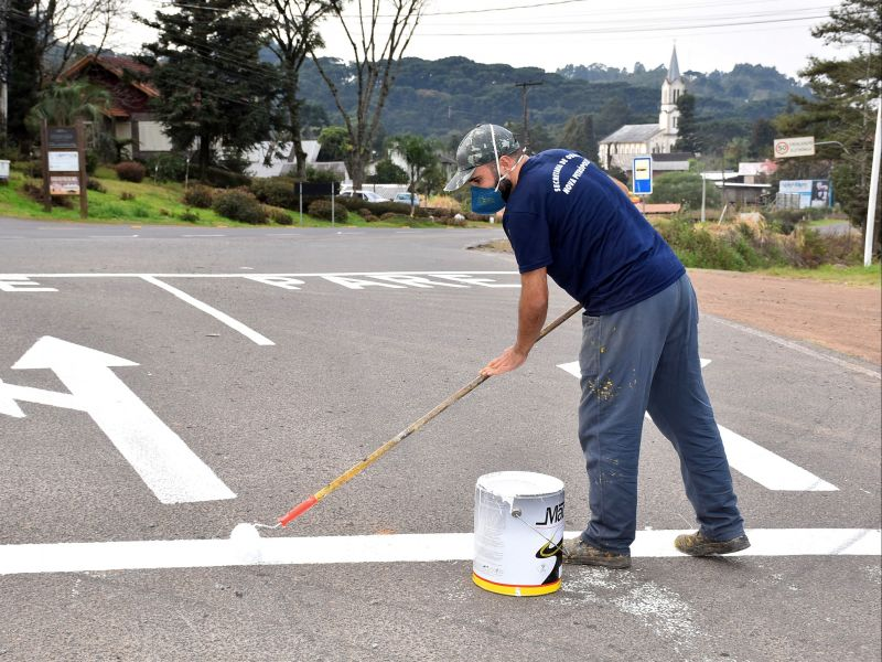 Foto de capa da notícia: Prefeitura inicia pinturas de sinalização na Rua Vicente Prieto