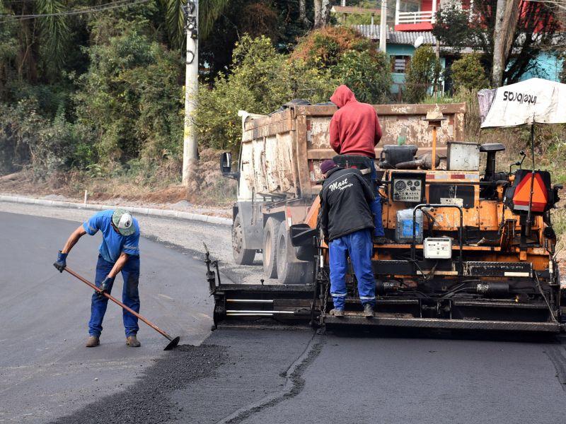 Foto de capa da notícia: Trecho da Rua da Usina recebe pavimentação asfáltica