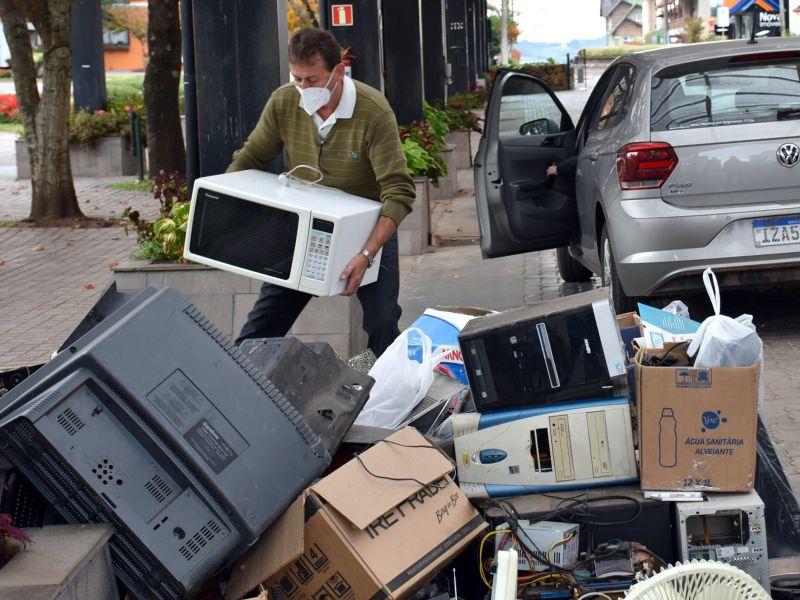 Foto de capa da notícia: Coleta de lixo eletrônico, óleo de cozinha e vidros acontece nos dias 10 e 11 de setembro