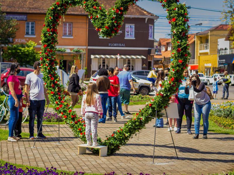 Foto de capa da notícia: Público aprecia as atrações do primeiro fim de semana do Festival da Primavera de Nova Petrópolis