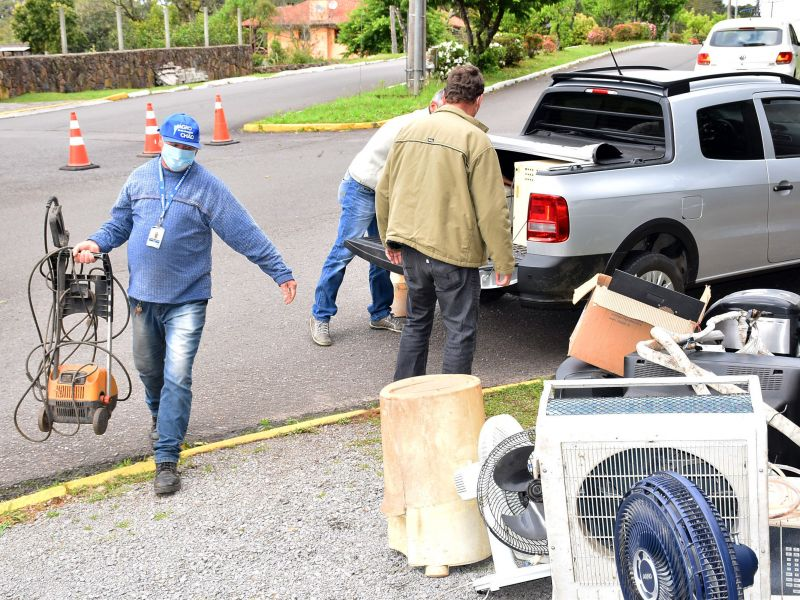 Foto de capa da notícia: Prefeitura faz a destinação de mais 10 toneladas de lixo eletrônico, óleo de cozinha e vidro