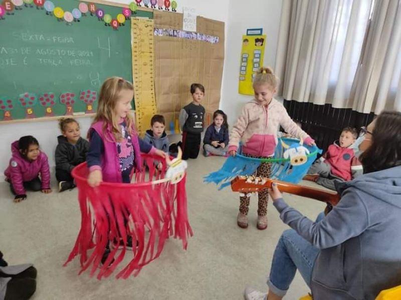Foto de capa da notícia: Folclore é tema de atividades de alunos da Escola Ottinho