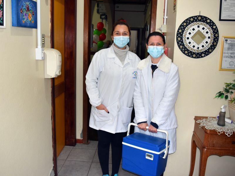Foto de capa da notícia: Nova Petrópolis inicia a aplicação da terceira dose para idosos