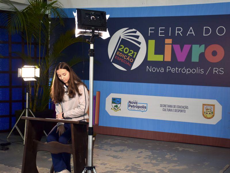 Foto de capa da notícia: Escolas de Nova Petrópolis recebem edição especial da Feira do Livro