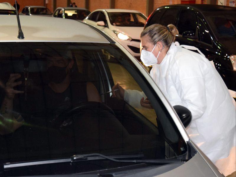 Foto de capa da notícia: Segunda dose da Pfizer é oferecida em drive thru nesta terça-feira