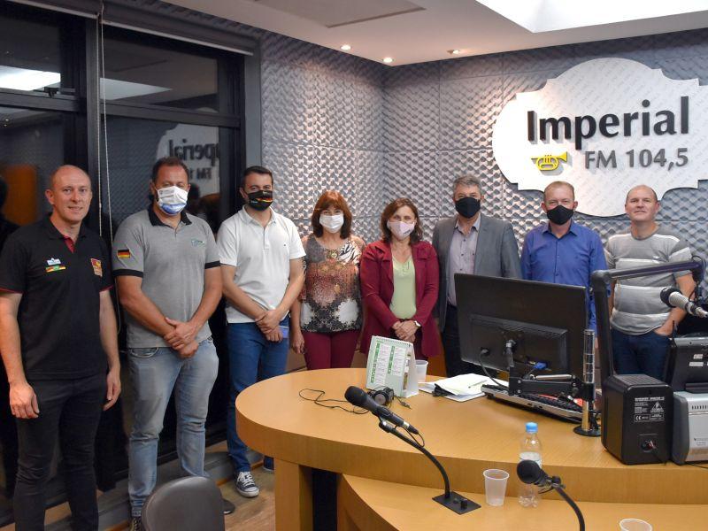 Foto de capa da notícia: Prefeito Jorge Darlei Wolf participa da estreia do programa da Rota Romântica na Rádio Imperial