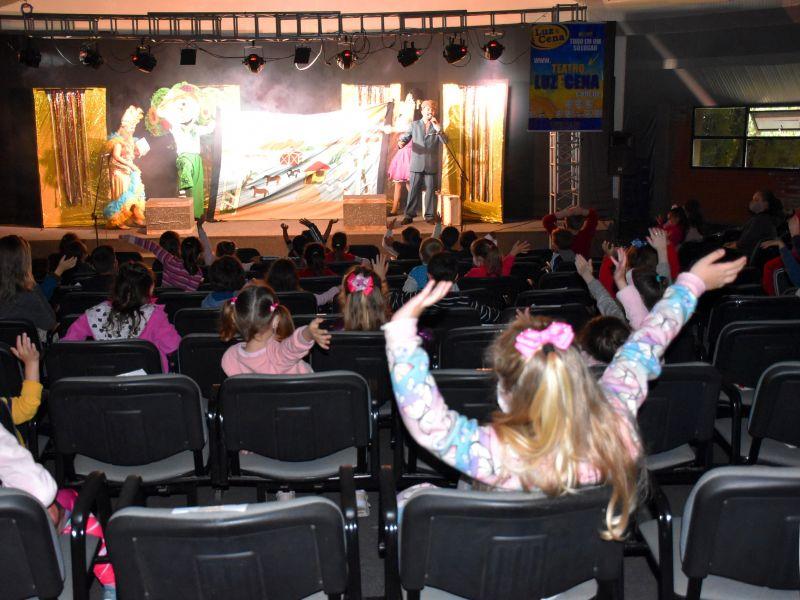 Foto de capa da notícia: Primeiro dia da Feira do Livro de Nova Petrópolis é marcado por apresentações teatrais
