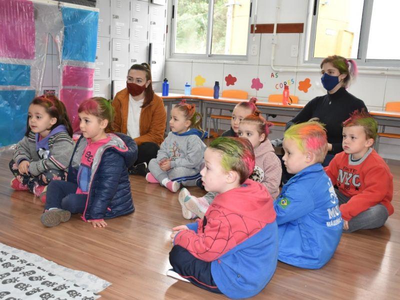 Foto de capa da notícia: Escolas de Nova Petrópolis recebem atividades da edição especial da Feira do Livro