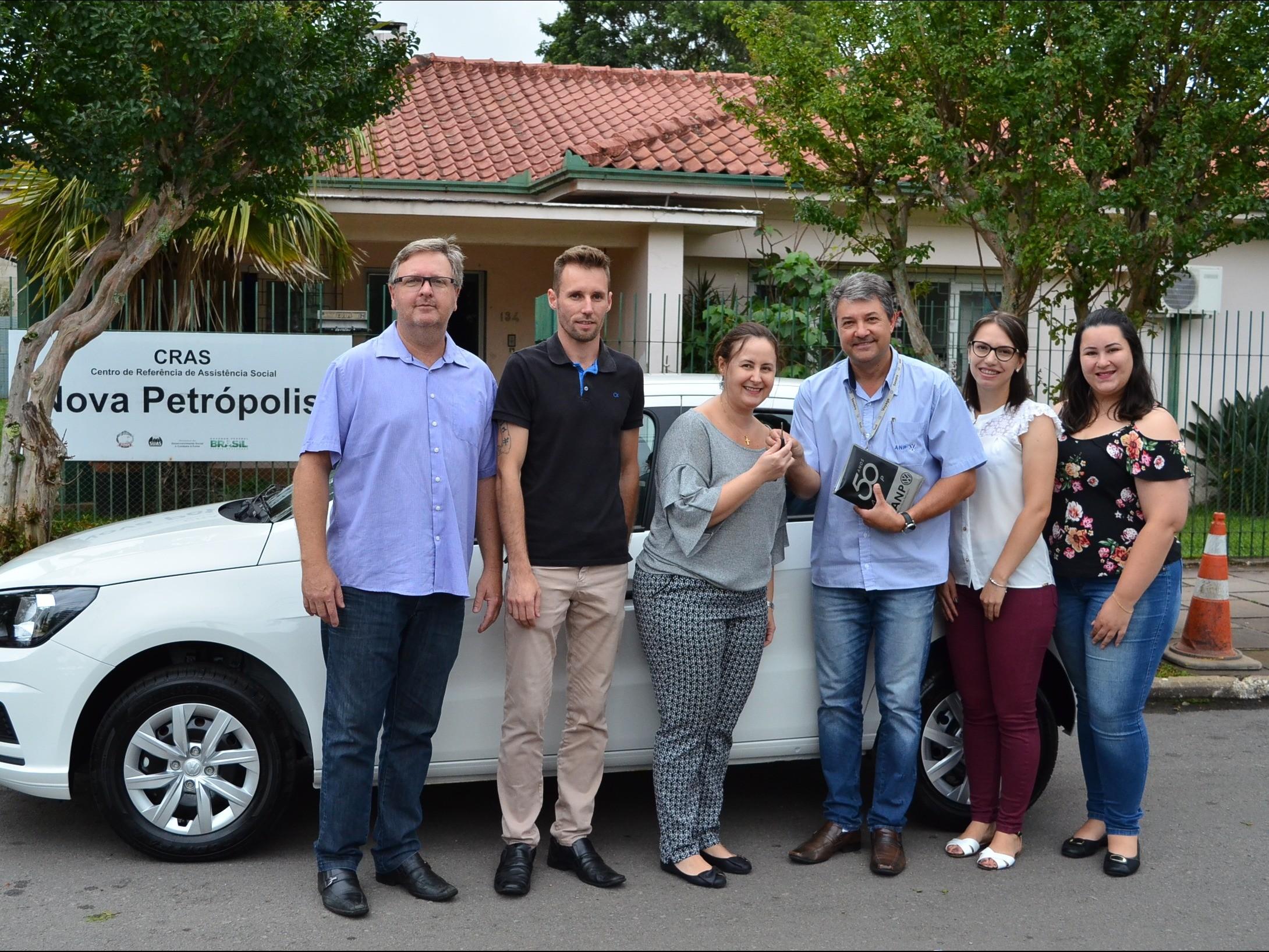 Foto de capa da notícia: CRAS recebe veículo novo