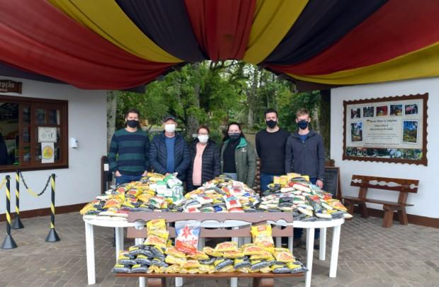 Foto de capa da notícia: Assistência Social recebe alimentos da promoção Visitante Solidário