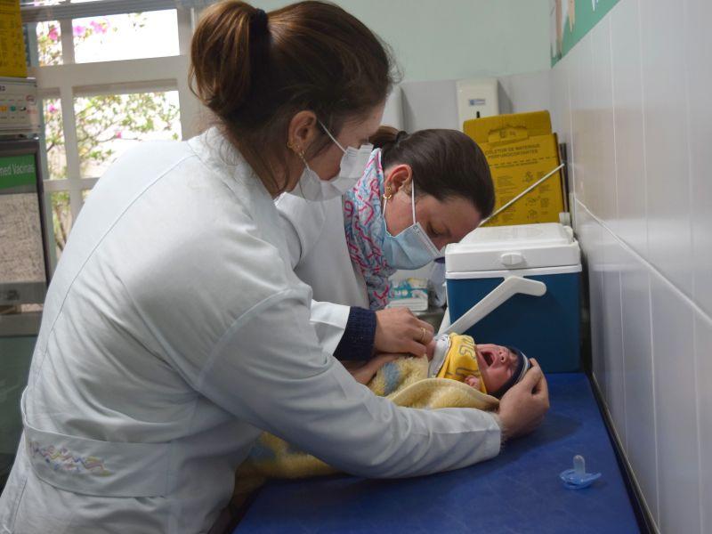 Foto de capa da notícia: UBSs de Nova Petrópolis atualizam cadernetas de vacinação na manhã deste sábado