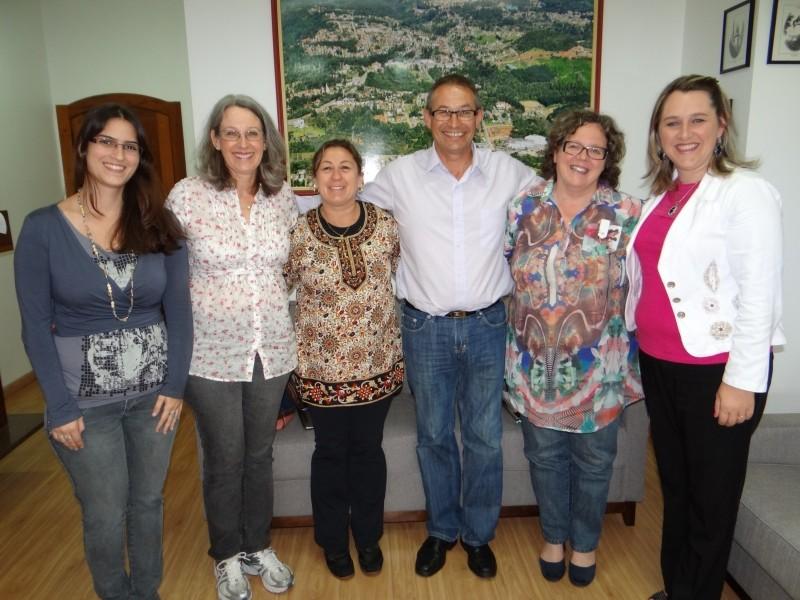 Foto de capa da notícia: Nova Petrópolis recebe visita da coordenadora da 4ª CRE