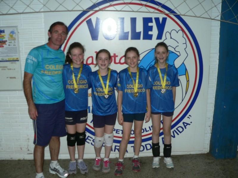 Foto de capa da notícia: Olimpíada Escolar de 2013 encerrou com jogos de mini-voleibol