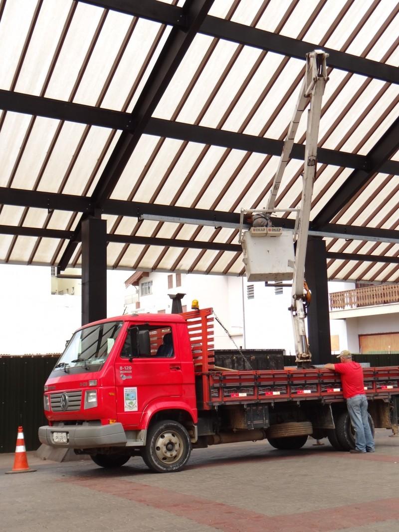 Foto de capa da notícia: Rua Coberta recebe instalações de segurança