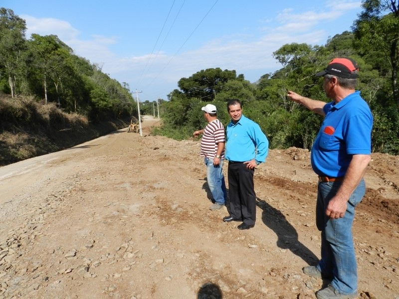 Foto de capa da notícia: Avenida 15 de Novembro será asfaltada com economias da Secretaria de Obras