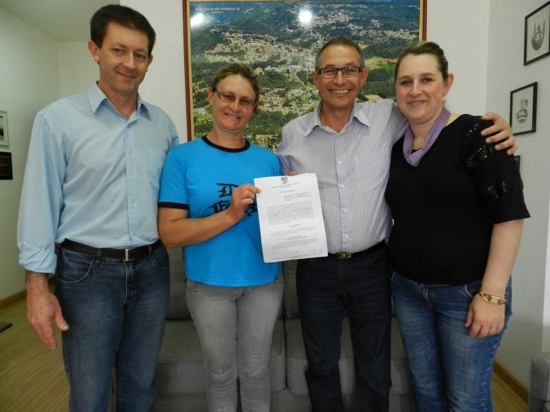 Foto de capa da notícia: Assinado convênio entre Prefeitura e Associação de Moradores de Feliz Lembrança