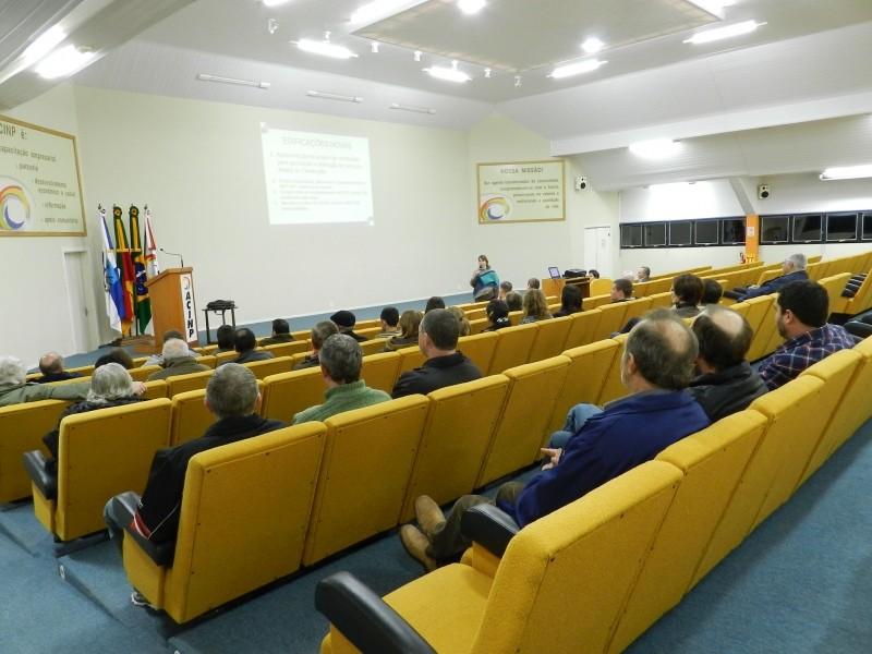 Foto de capa da notícia: Regras para concessão de alvarás foram apresentadas em palestra
