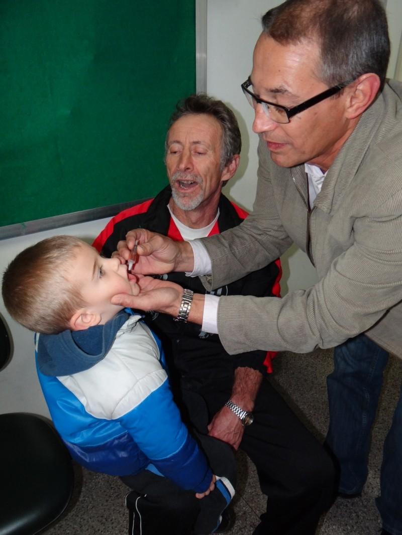 Foto de capa da notícia: Mais de 750 crianças são vacinadas contra a paralisia infantil