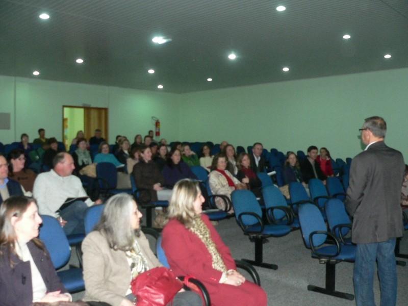 Foto de capa da notícia: Educação municipal reunida para definir propostas
