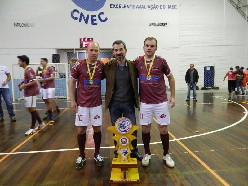 Foto de capa da notícia: Pouca Bola é bicampeã da 1ª Divisão de Futsal