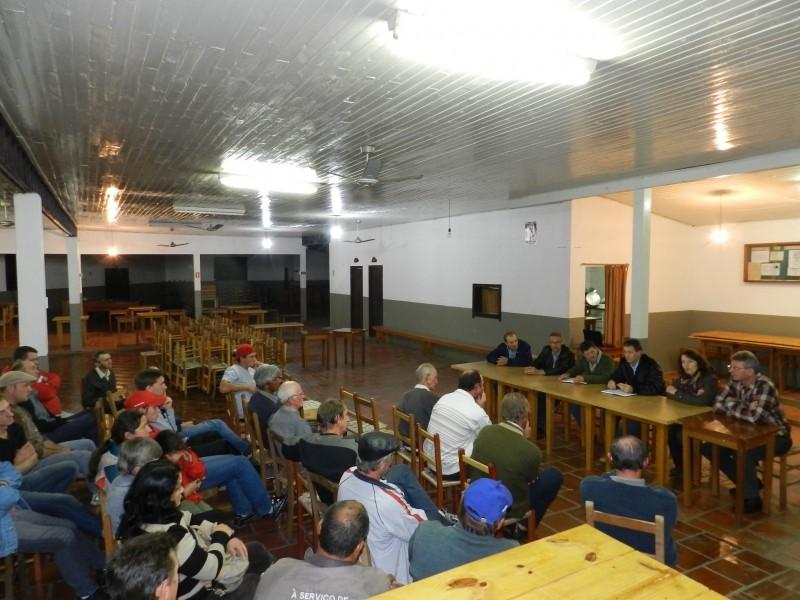 Foto de capa da notícia: Implantação da rede de água da Linha Pirajá Baixa foi discutida