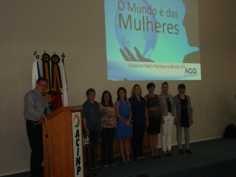 Foto de capa da notícia: Palestra com Gilberto Fidélis reúne cerca de 300 mulheres