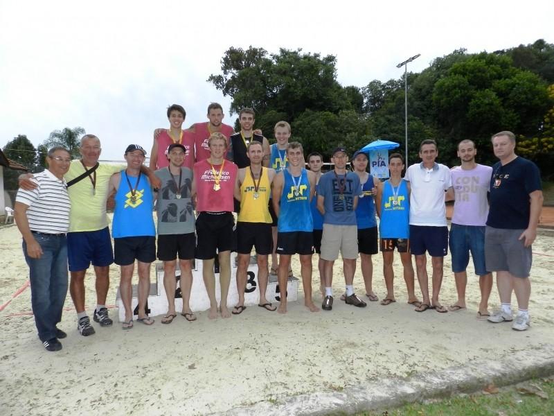 Foto de capa da notícia: Campeões dos Torneios de Vôlei de Areia e Futevôlei