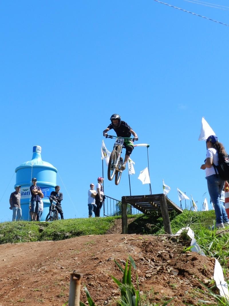 Foto de capa da notícia: Ninho das Águias é tomado pelas bikes do Downhill