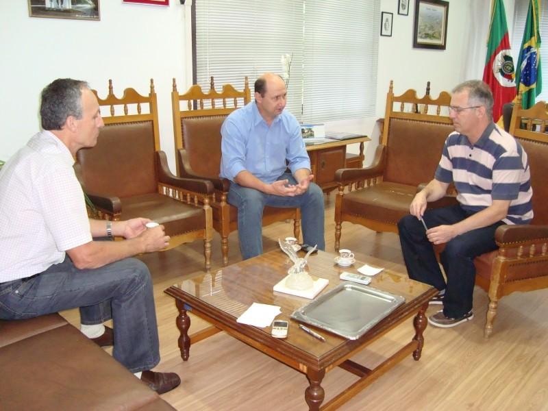 Foto de capa da notícia: Presidente da FETAG-RS visita Secretaria de Administração