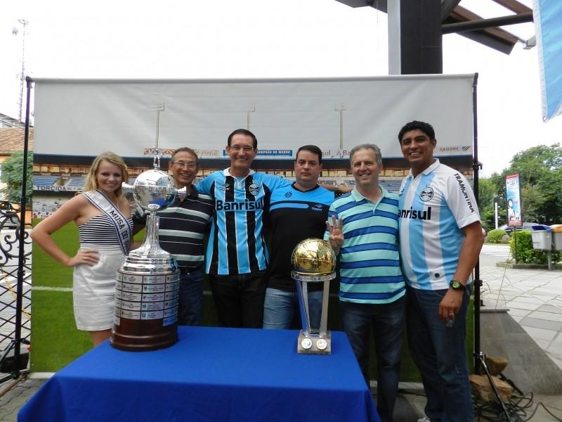 Foto de capa da notícia: Comitiva do Grêmio trouxe exposição para a Praça das Flores