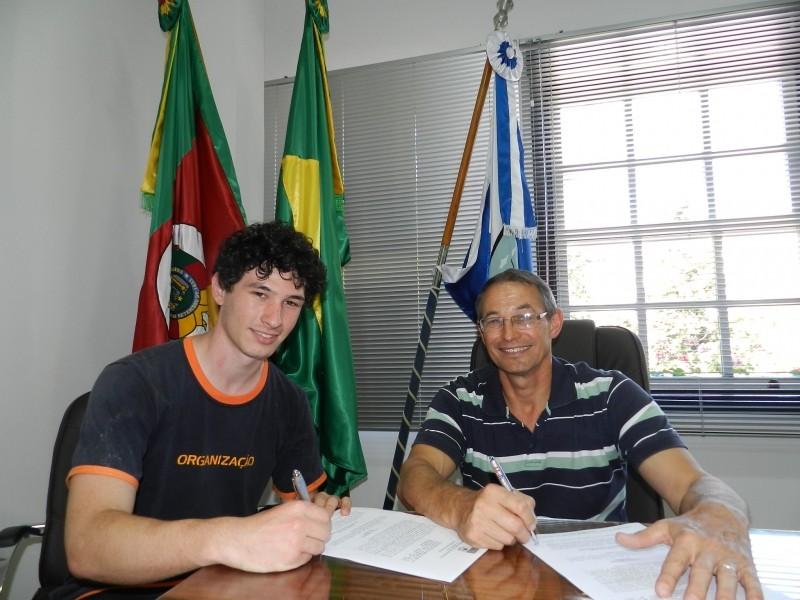 Foto de capa da notícia: Prefeitura assina convênios na área da Cultura e Turismo