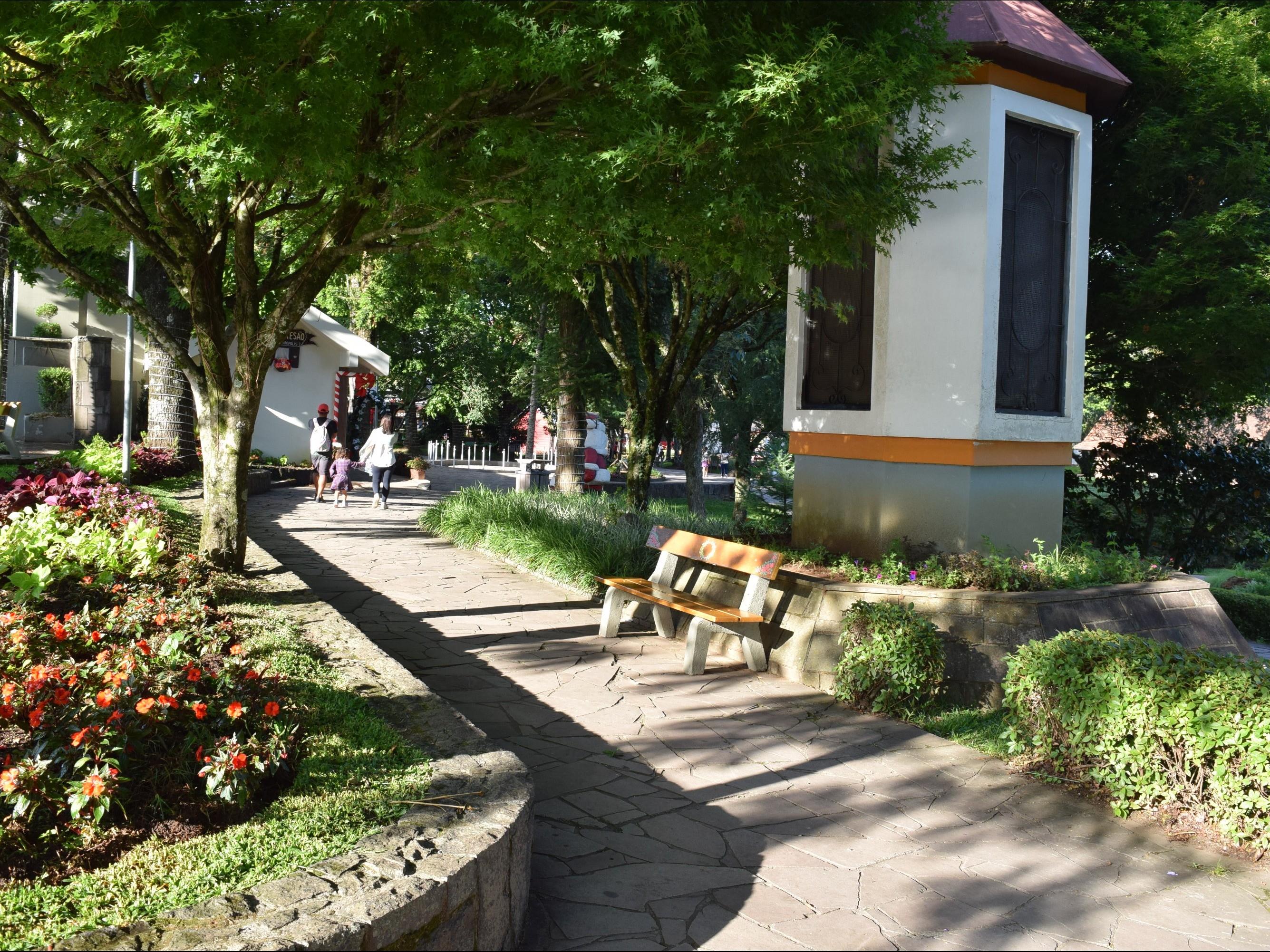 Foto de capa da notícia: Secretaria de Turismo moderniza sistema de som na Praça das Flores
