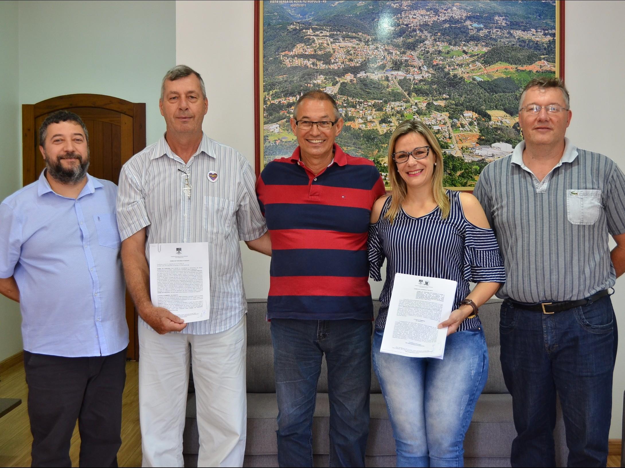 Foto de capa da notícia: Administração Municipal celebra parcerias com APAE e ATURMA