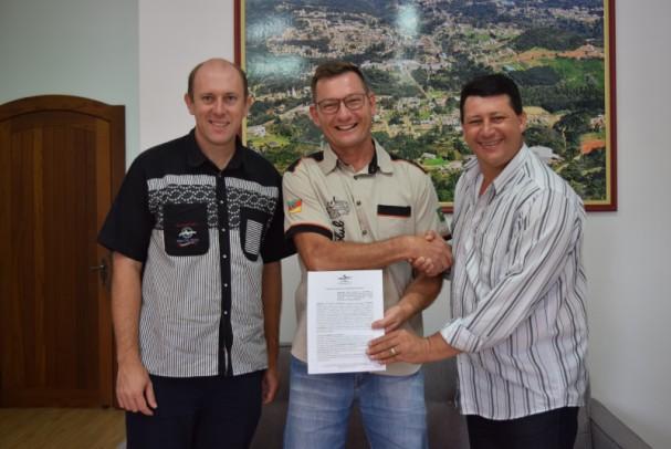 Foto de capa da notícia: Poder Público firma parceria com Volks Club Nova Petrópolis