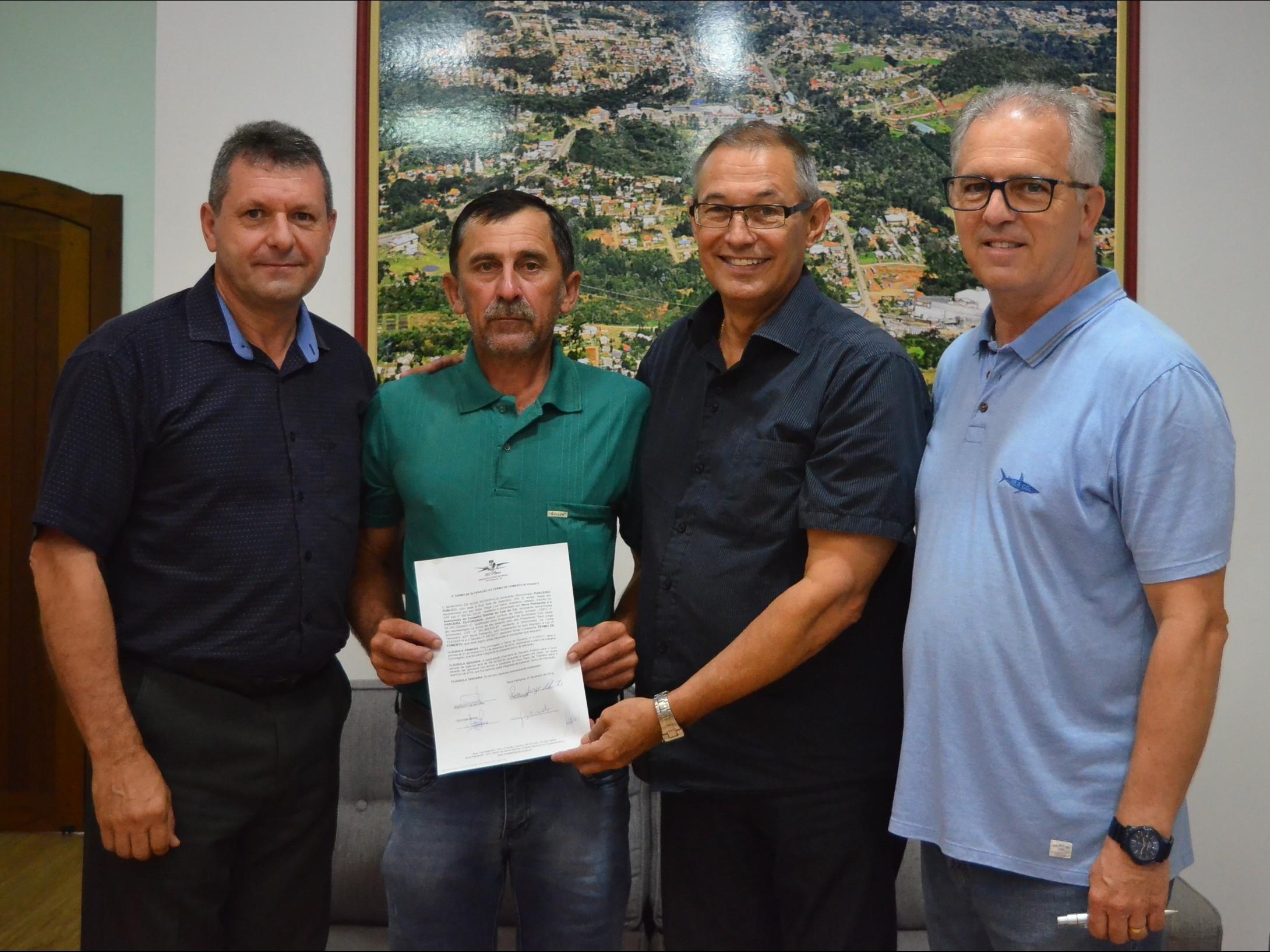Foto de capa da notícia: Município e Associação do Conselho Distrital do Vale do Caí celebram parceria