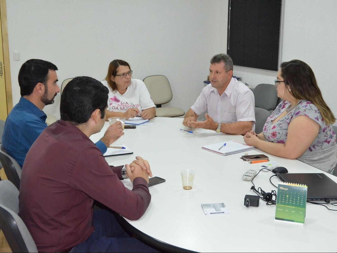 Foto de capa da notícia: Serviço prestado pela RGE é pauta entre Nova Petrópolis e AGERGS