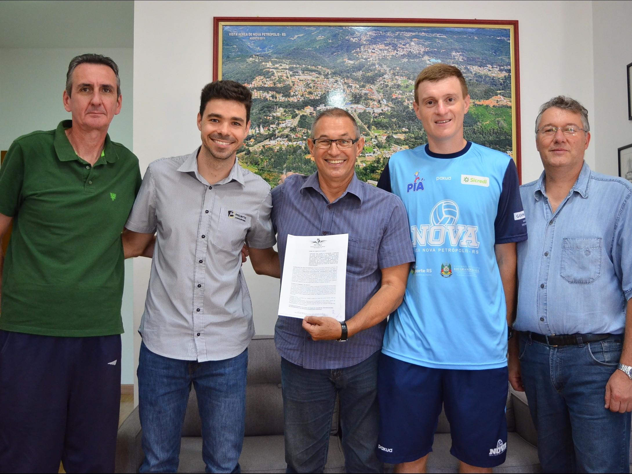 Foto de capa da notícia: Prefeitura firma parceria com Associação Nova Esportes - Recreação e Lazer