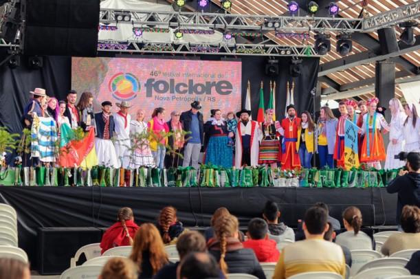 Foto de capa da notícia: Festival Internacional de Folclore abre inscrições para praça de alimentação e monitores de grupos folclóricos