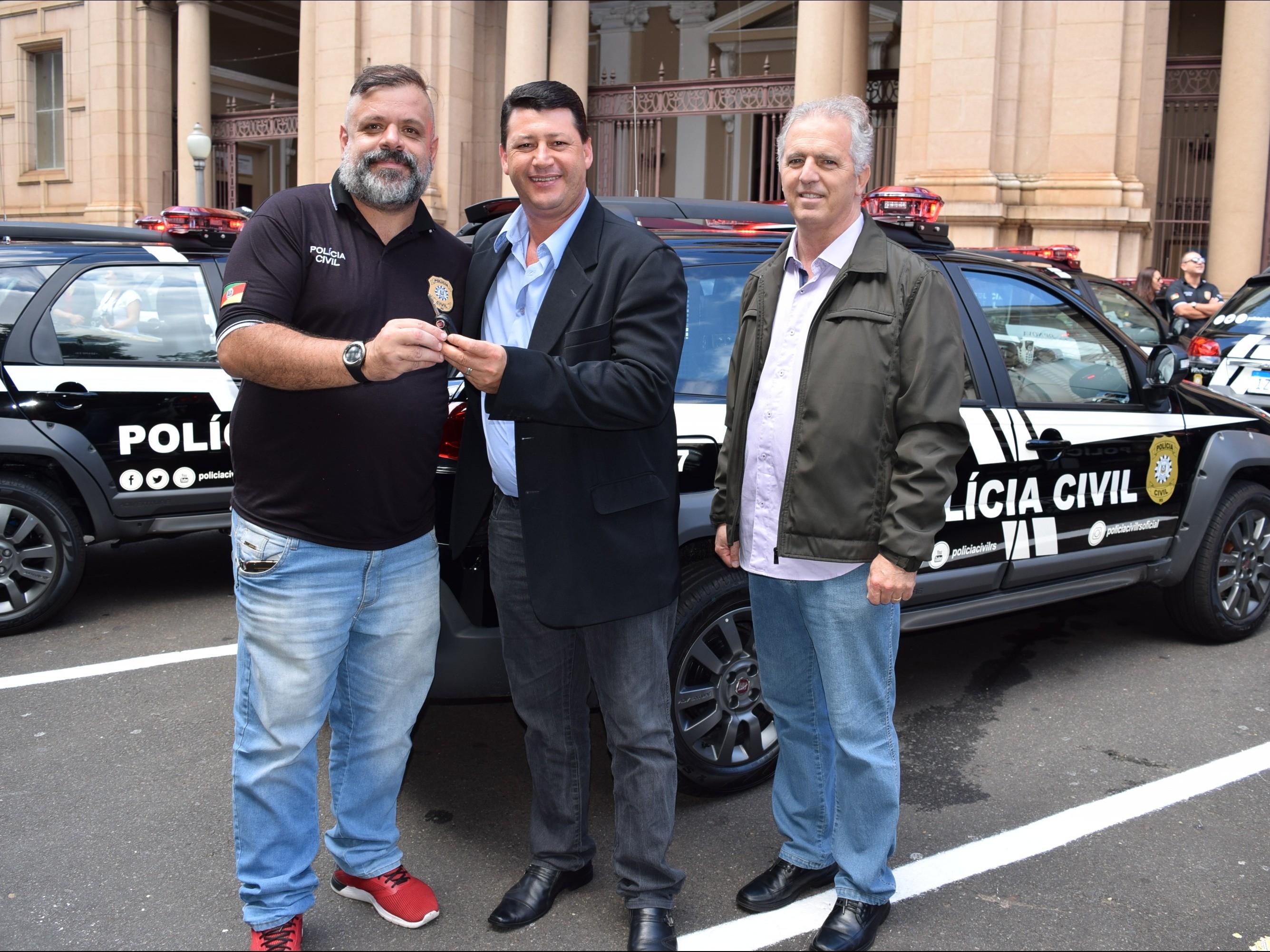Foto de capa da notícia: Nova Petrópolis recebe viatura para Polícia Civil
