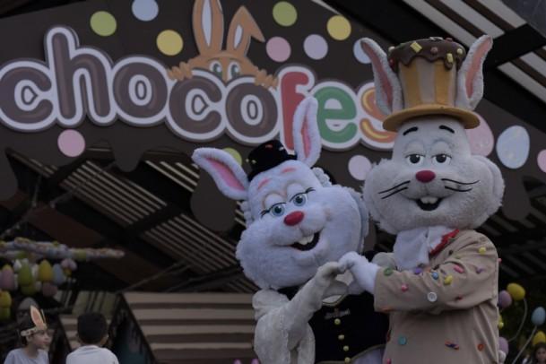 Foto de capa da notícia: Mais de 10 mil pessoas no primeiro Desfile do Chocofest 2019