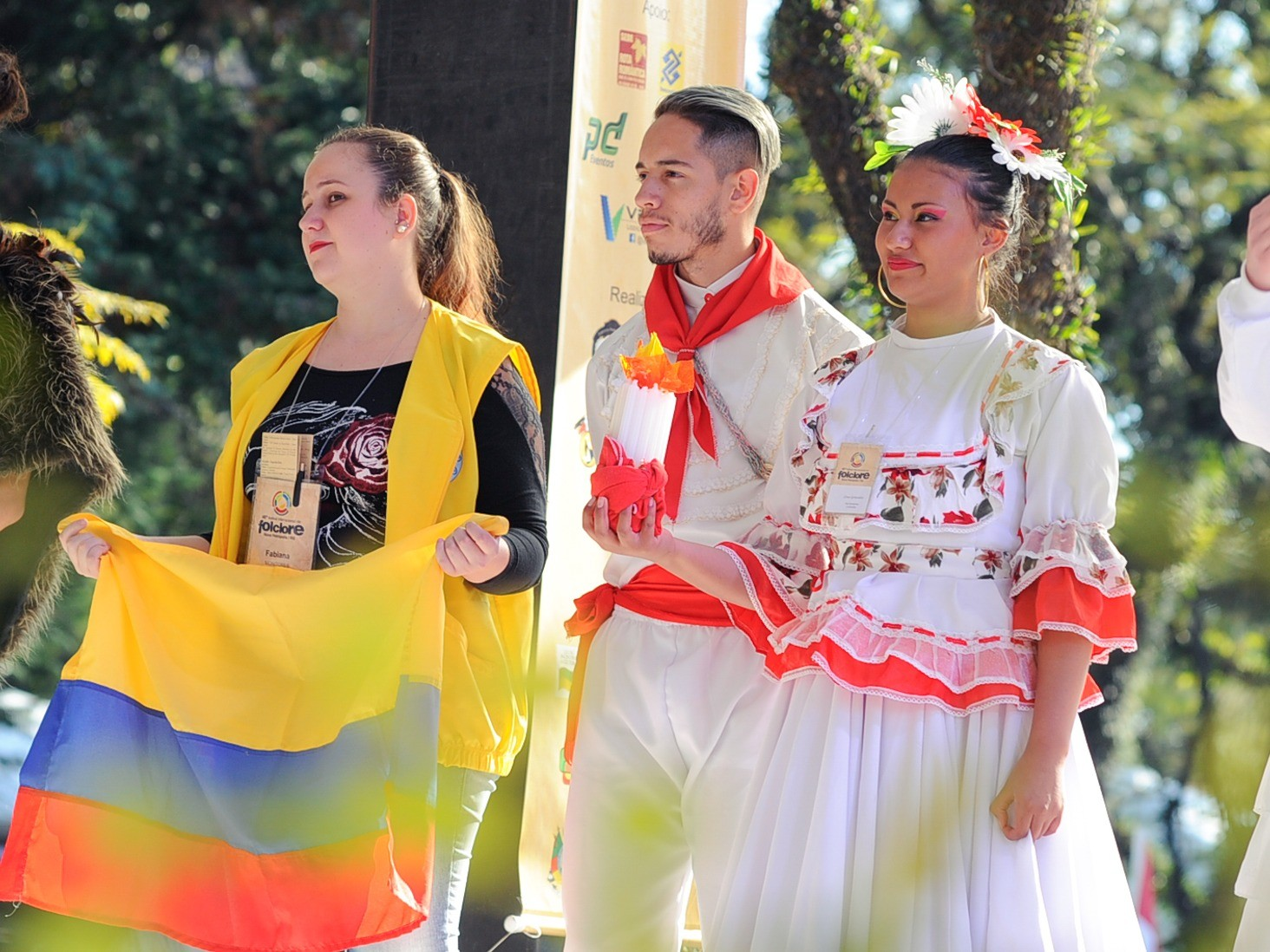 Foto de capa da notícia: Inscrições para praça de alimentação e monitores do Festival Internacional de Folclore encerram dia 20 de maio