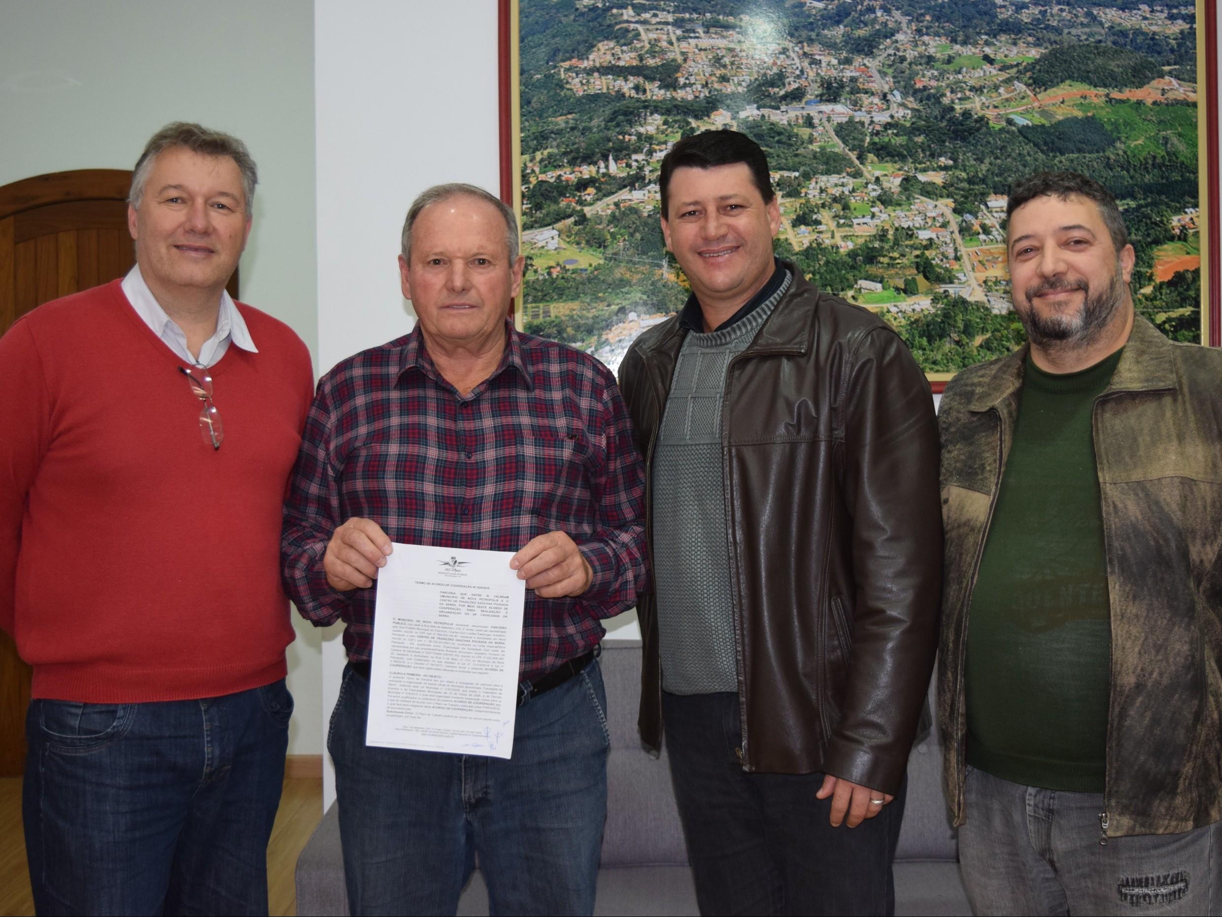 Foto de capa da notícia: Poder Público celebra acordo de cooperação com CTG Pousada da Serra