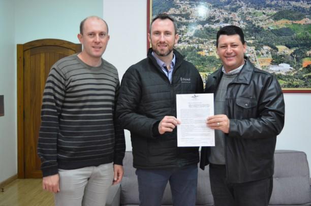 Foto de capa da notícia: Assinados Termos de Cooperação de Adoção de Canteiros Públicos