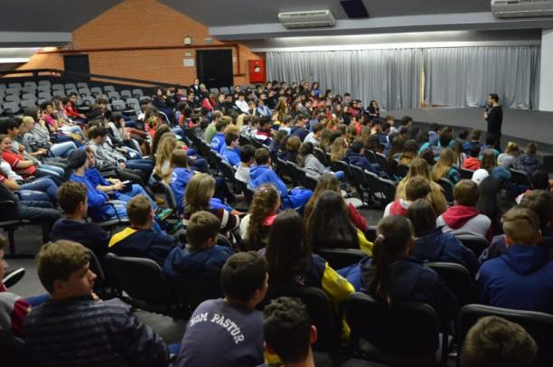 Foto de capa da notícia: Encontro com o Autor levará escritores à escolas de Nova Petrópolis