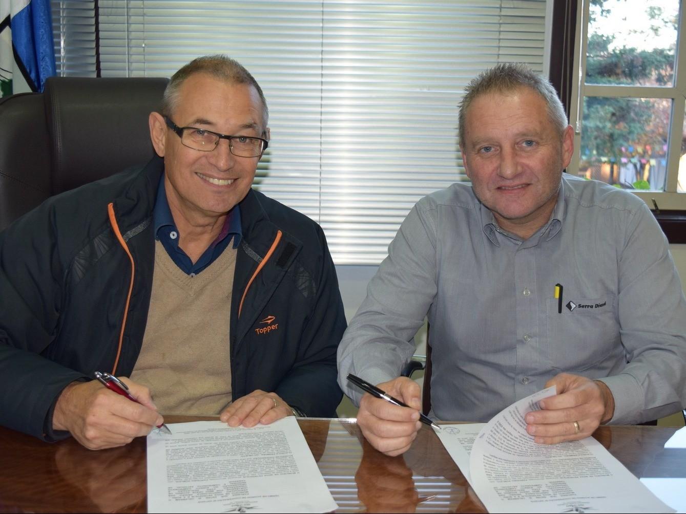 Foto de capa da notícia: Município firma parceria com Associação Ornitológica Região das Hortênsias