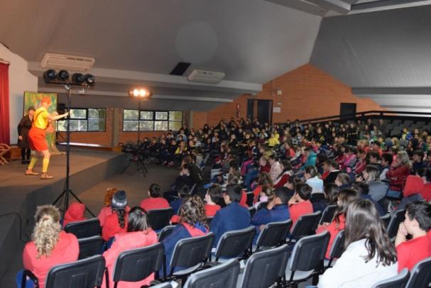 Foto de capa da notícia: Espetáculo teatral reúne mais de 650 alunos no Centro de Eventos