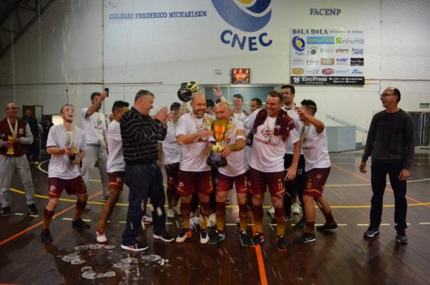 Foto de capa da notícia: Pouca Bola e Bebis Futsal conquistam títulos de Campeonatos Municipais de Futsal