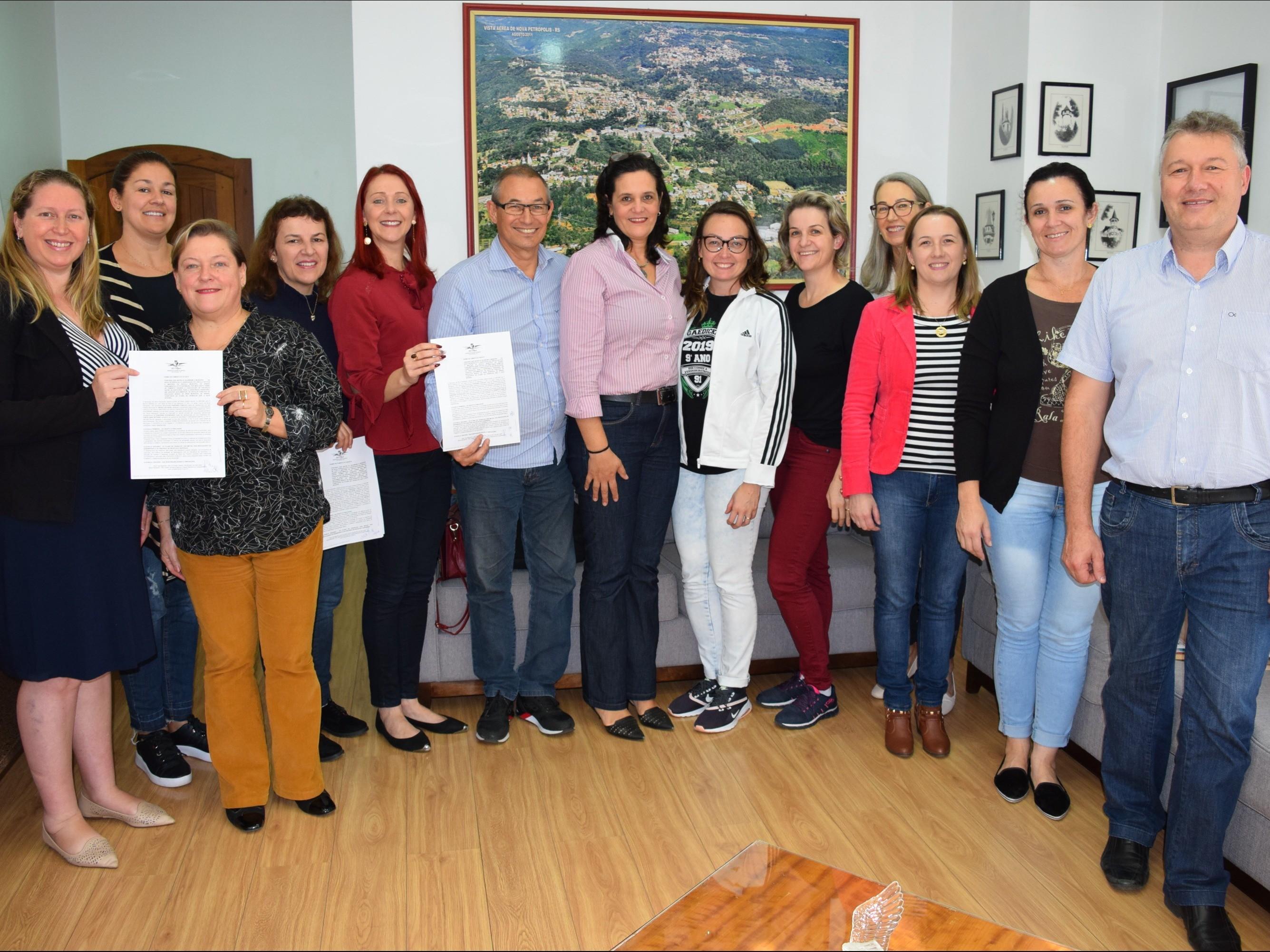 Foto de capa da notícia: Poder Público de Nova Petrópolis firma Termo de Fomento com ACPMs