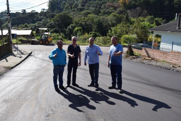 Foto de capa da notícia: Rua Aldeia dos Imigrantes é asfaltada